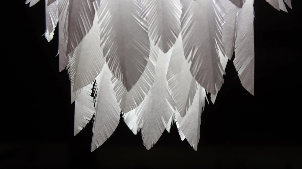 Como hacer lampara de plumas de papel how to - Lamparas de plumas ...